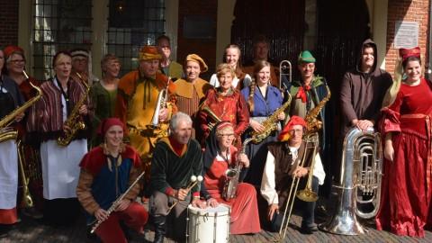 Muziekgroep Oudewater voor de Heksenwaag in Oudweater